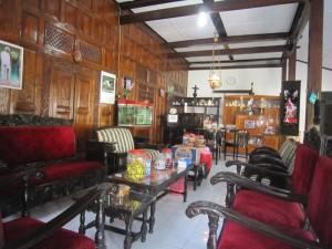 interior-Ruang_tamu_di_hari_lebaran_105361979