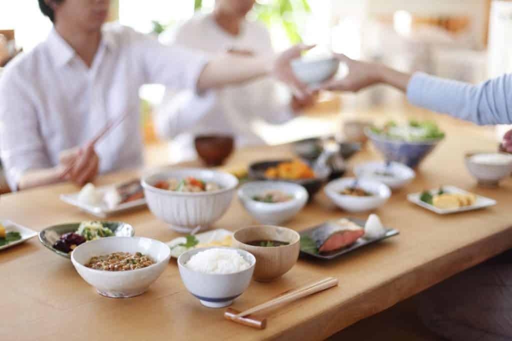 Makan Bersama (Sumber : bembu.com)