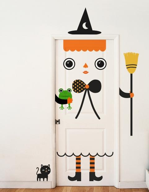 Pintu Kamar Kos Dengan Wallpaper Stiker (Sumber Gambar www.dirumahku.com)