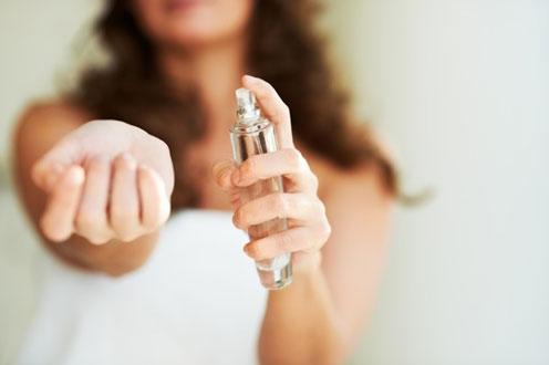 Jarang Nyuci Baju, Parfum menjadi Senjata