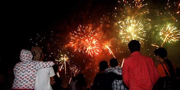 Nonton Pesta Kembang Api | Kompasiana.com