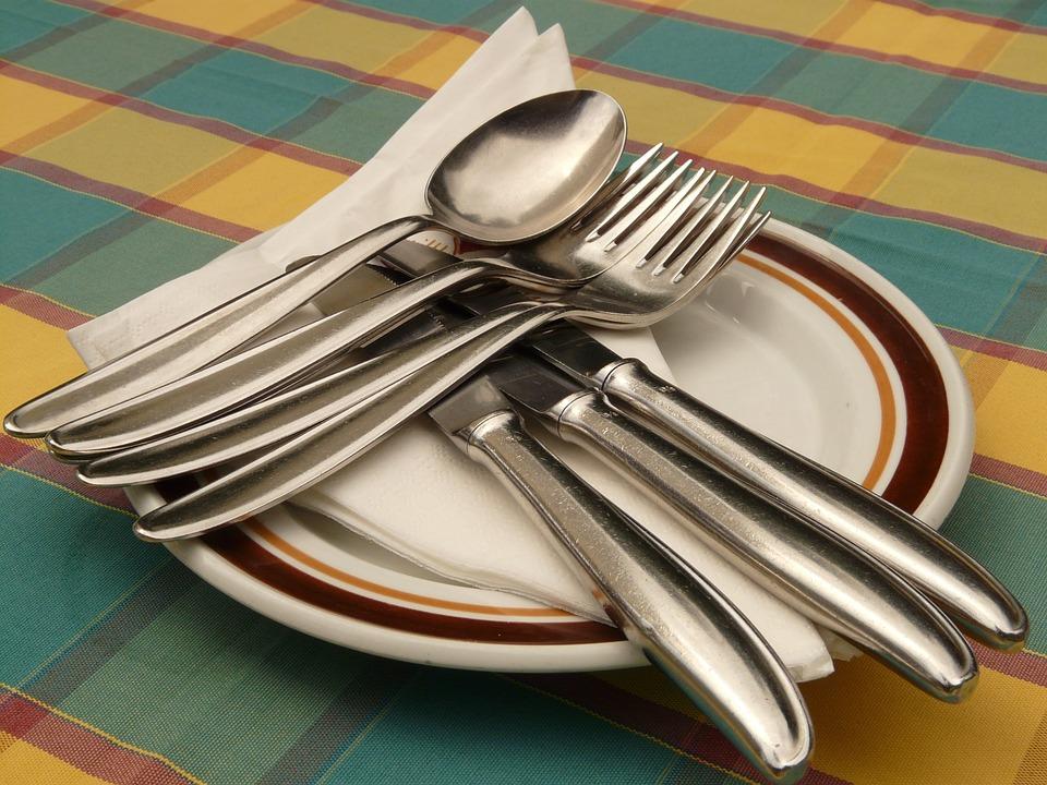 Peralatan Makan |https://cdn.pixabay.com/