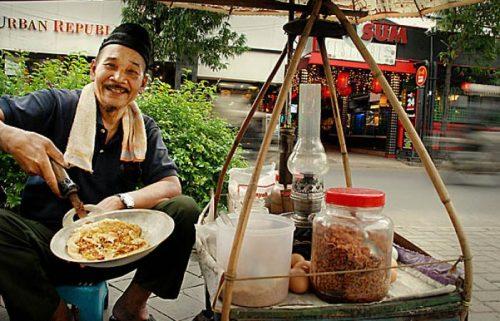 Penjual Makanan | https://www.sepulsa.com/blog/8-pahlawan-yang-sering-kamu-temui-tapi-gak-kamu-sangka