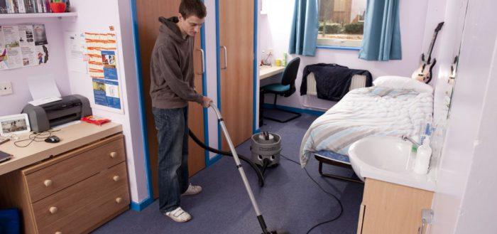 Bersihkan kamar kos | https://www.google.co.id/