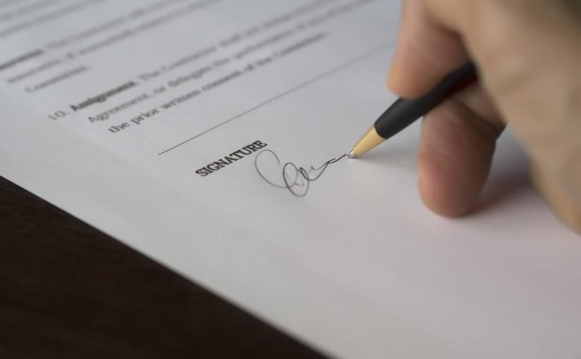 Surat Lamaran Kerja Tulis Tangan yang Baik dan Benar | sumber: www.pexels.com